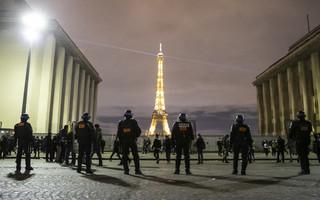 Kilka tysięcy Francuzów protestowało przeciw zakazowi publikowania wizerunków policjantów