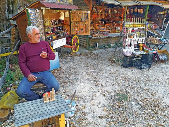 Biznis Dragana Gocića je prodaja suvenira