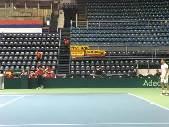Vamos tenis - jedna od španskih zastava u hali