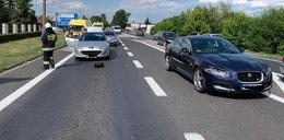Groźny wypadek w Osielsku. Przechodził przez ulicę na drugą stronę. Szokujący FILM