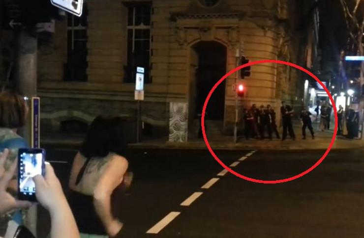 545331_policija-ples-foto-youtube-rumble-viral