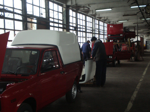"""Jedan od poslednjih automobila silazi sa trake: Fabrika """"Zastava specijalni automobili"""""""
