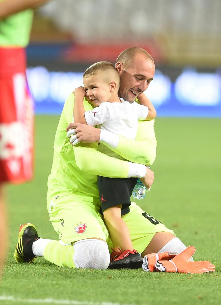 Milan Borjan sa sinom Filipom