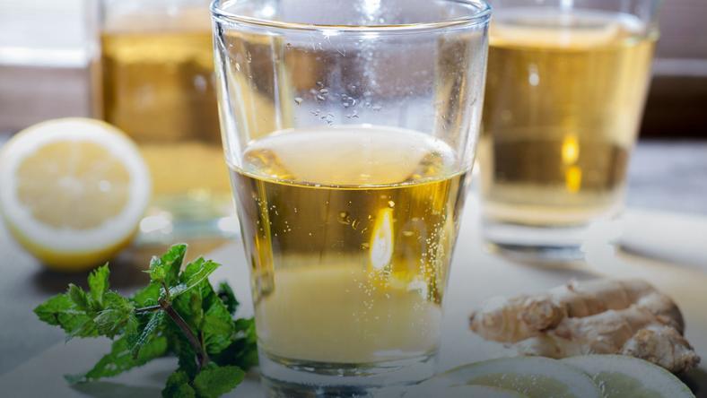 Dlaczego warto pić wodę z cytryną?