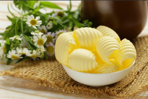 Trans masti se u ogromnim količinama, između ostalih, nalaze i u margarinu, koji je ozloglošen i zbog toga što ga jedan molekul deli od plastike