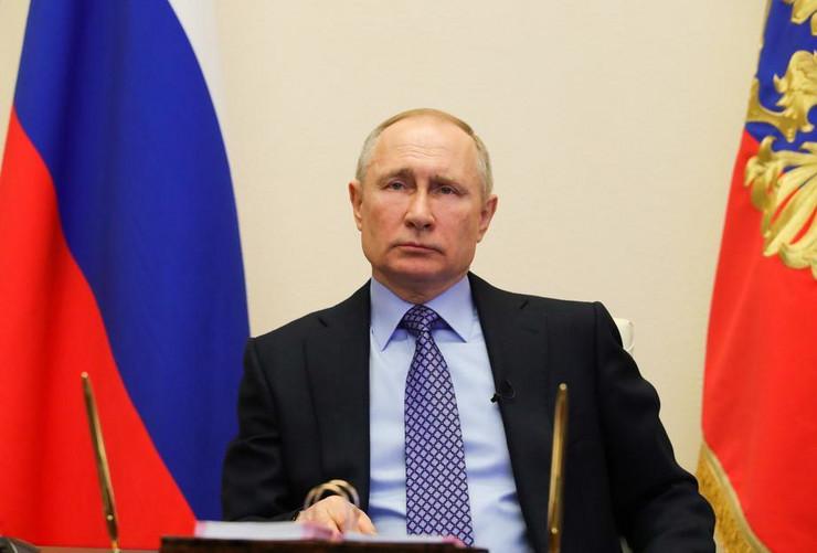 Vladimir Putin epa MIkhail Klimentyev