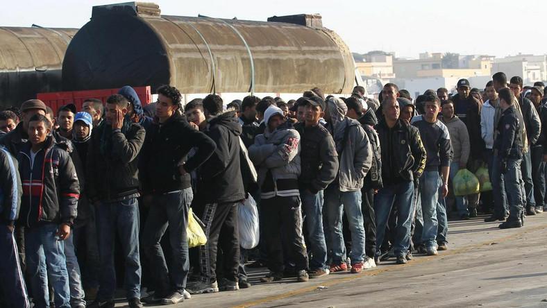 W środę ewakuacja wszystkich imigrantów z Lampedusy