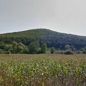 Ovo brdo kod Kruševca je bilo TURSKI GRAD, ima dve PEĆINE - slediće vas njihova TAJNA (FOTO)
