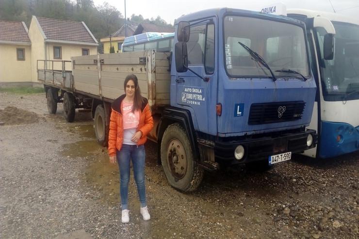 Jelena-Cabric-vozac-kamiona-sa-prikolicom