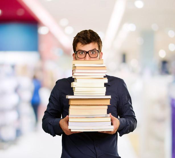 Od 1 stycznia 2012 r. obowiązuje tzw. czarny katalog, który precyzuje, za co uczelnie nie mogą pobierać opłat.