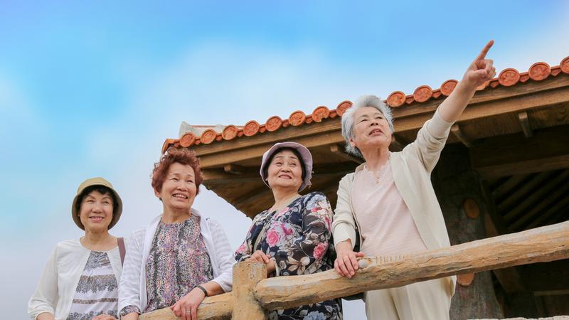 Starsi ludzie, Okinawa