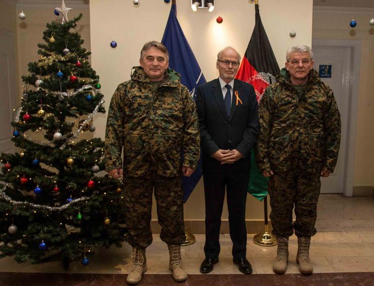 Komsic i Dzaferovic u vojnim uniformama