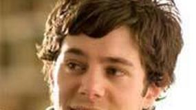 Adam Brody także łasy na ciało Jennifer