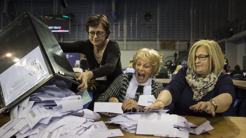 Exit polls: Konserwatyści Davida Camerona triumfują w wyborach w Wielkiej Brytanii