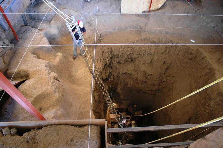 63137_tunel-piramida-meksiko-afp