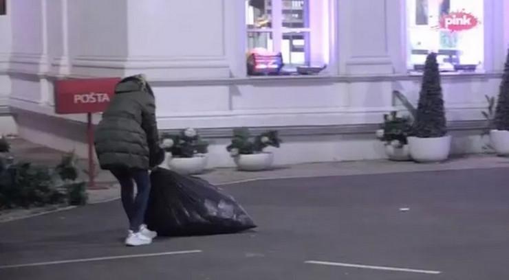 """SPAKOVALA DŽAK I VUKLA GA DO KAPIJE Nadežda htela da POBEGNE IZ """"ZADRUGE"""" pa grcala u suzama, drama trajala celu noć"""