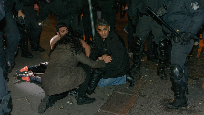 Niespokojna noc w Hamburgu. Znowu starcia Kurdów i salafitów