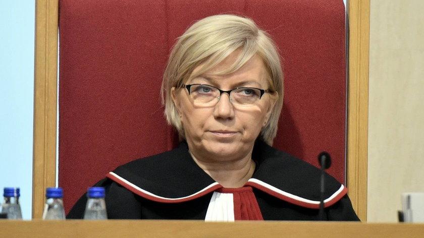 Prezes TK przekazała sędziemu prezent, jakiego się nie spodziewał
