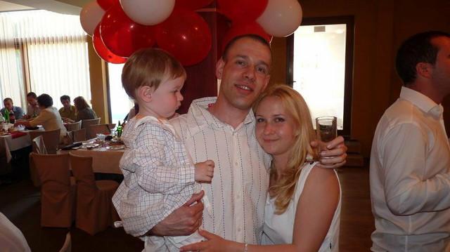 Aleksandar Nedeljković sa suprugom i detetom