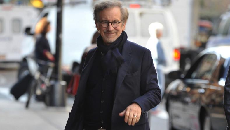 Podobno Steven Spielberg zdecydował się na zdjęcia w stolicy Dolnego Śląska po tym, jak odwiedził ją nieoficjalnie w lipcu tego roku. Prace nad realizacją filmu w Polsce wspomagać będzie Wrocławska Komisja Filmowa