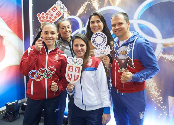 Jovana Preković, Andrea Arsović, Jelena Milivojčević, Milica Mandić i Damir Mikec