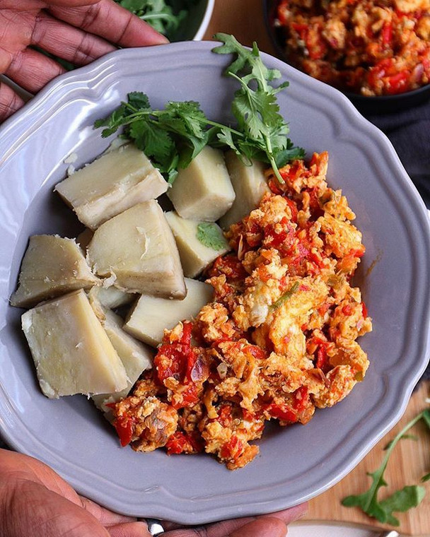 Boiled yam with egg stew