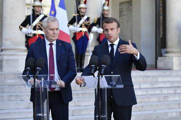 Anti Rine i Emanuel Makron pozvali su Džonsona da iznese svoje predloge do kraja septembra