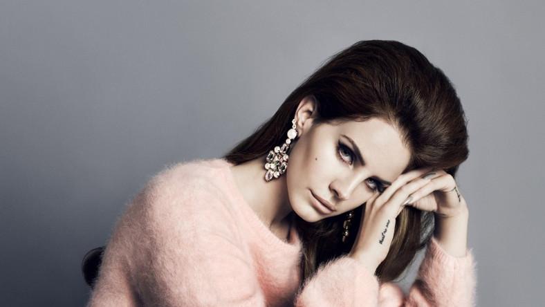 """Lana Del Rey prezentuje nowe stroje i """"Blue Velvet"""""""