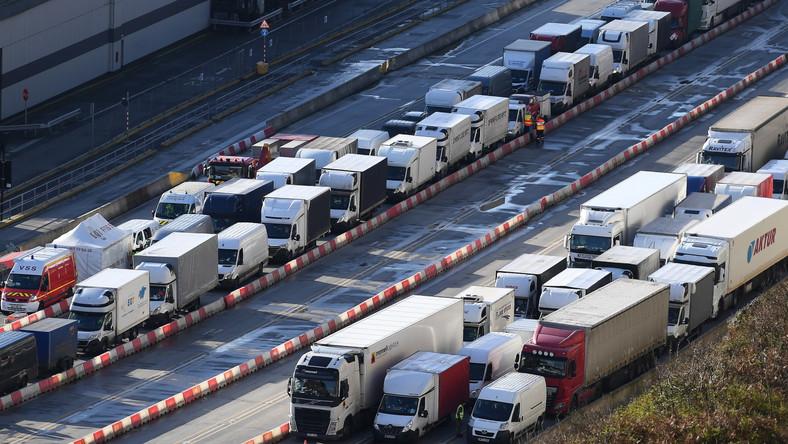 Kolejka ciężarówek w Dover