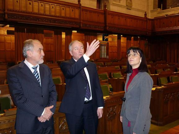Snežana Malović sa ministrom pravde kanade Robom Nikolsonom i Vladimirom Vukčevićem prilikom susreta u Otavi