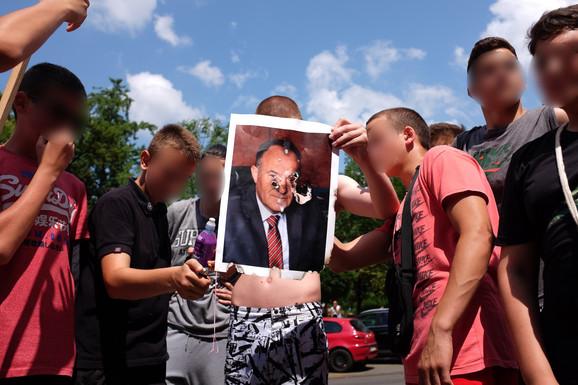 Fotografija ministra Šarčevića uskoro će biti u plamenu