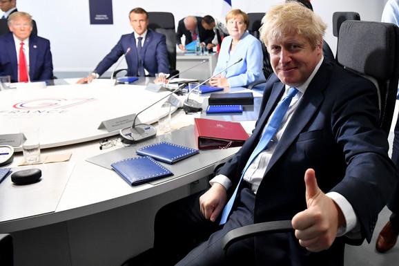 Donald Tramp i Boris Džonson na samitu G7 u Bjaricu