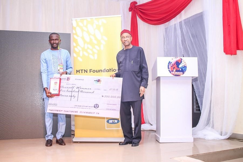 Photo Caption: L-R: Dennis Okoro, Director, MTN Foundation and Ifedilichukwu Chibuike, winner at the Life in My City Art Festival held recently in Enugu.