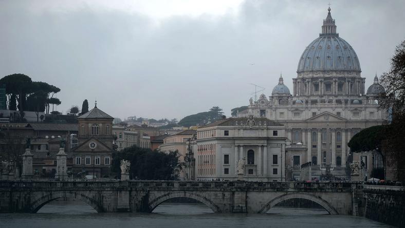 Widok z Tybru na kopułę Bazyliki Św. Piotra