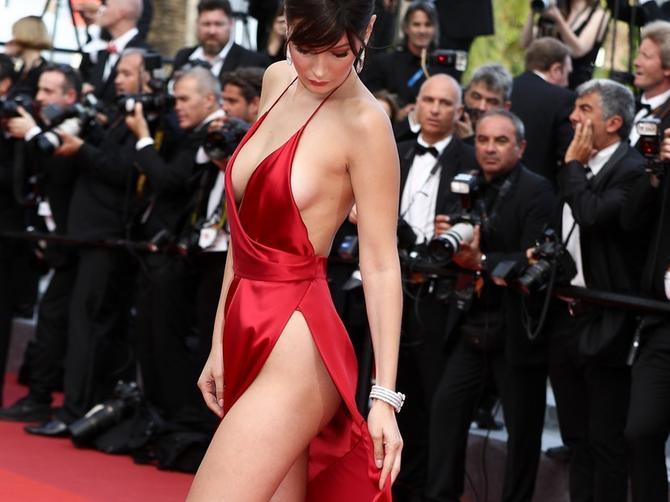 Bela je zanosna na crvenom tepihu: A ovako izgleda BEZ FILTERA!