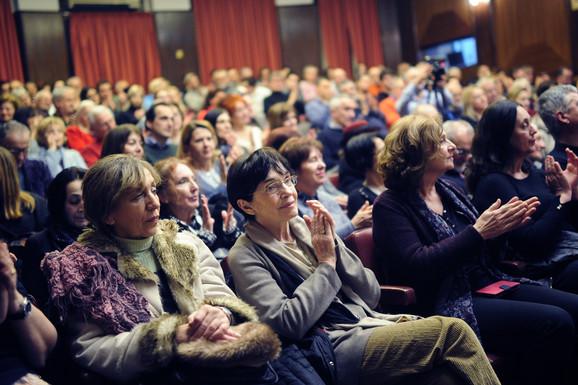 U publici i Rada Đuričin: Sala Kolarca gde je Ljubomir Simović čitao svoju poeziju bila je ispunjena do poslednjeg mesta