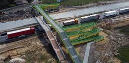 Kładka gigant nad autostradą A1 w Woli Krzysztoporskiej. Łączy Wygodę z... absurdem. GDDKiA w Łodzi: - Inaczej się nie dało