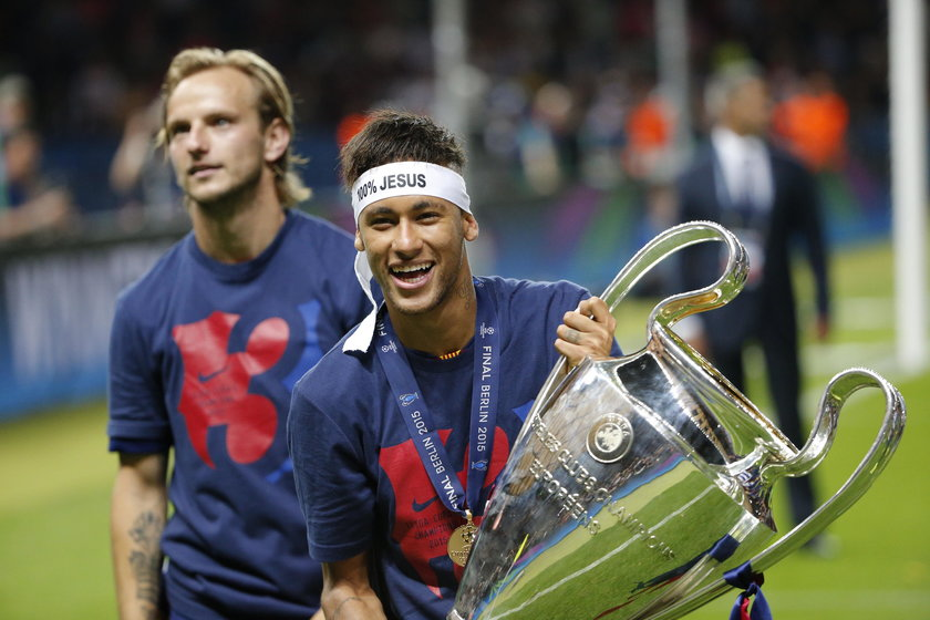 Neymar w szoku, dostał kosza od seksownych bliźniaczek. GALERIA