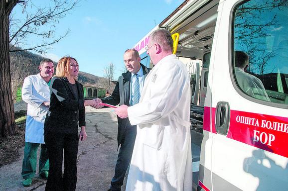 Ambulantno vozilo i medicinska oprema koju je Fondacija donirala Opštoj bolnici u Boru značajno su poboljšali uslove rada u toj ustanovi