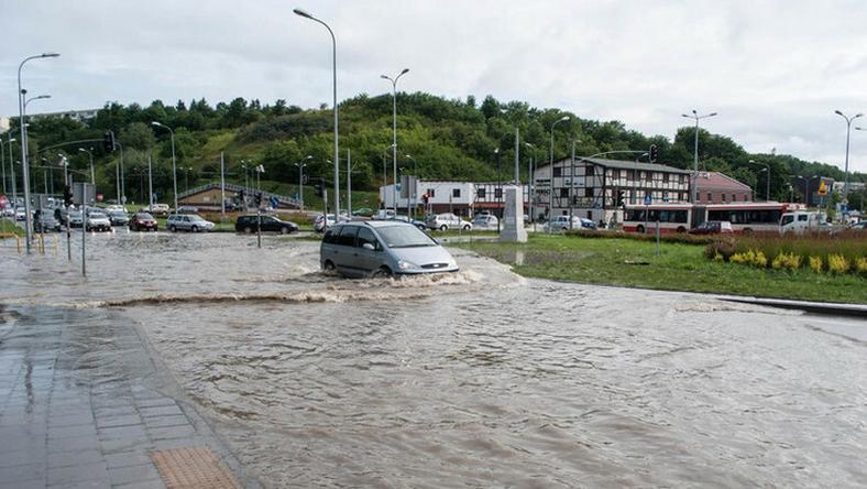 W lipcu 2016 roku gwałtowna ulewa podtopiła wiele ulic w Gdańsku