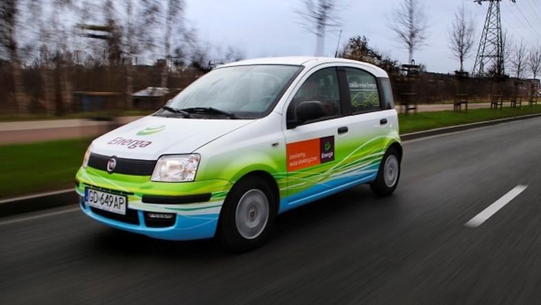 Tylko na zewnątrz Elektryczny Fiata Panda: 2 tysiące km za 65 zł! QW24
