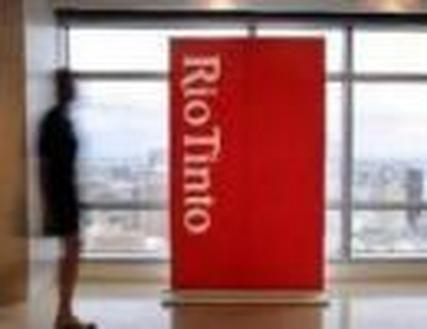 Notowania Rio na londyńskiej giełdzie spadły w czwartek rano o 2,6 proc. do 33,66 funtów.