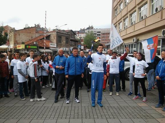 Baklju nosio mladi atletičar Elzan Bibić