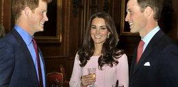 Modna księżna Kate w różu i plisach