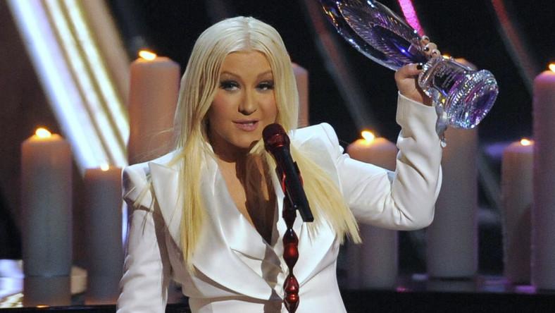 Christina Aguilera została uhonorowana People's Choice Award w specjalnej kategorii People's Voice Award w uznaniu zasług dla amerykańskiej wokalistyki. Gwiazda wyznała, że tylko dzięki muzyce może wyrazić siebie, a scenę traktuje, jak swój drugi dom. Aguilera podziękowała swoim fanom za wsparcie, jakie udzielają jej od lat, a swoją nagrodę zadedykowała wszystkim, którzy próbują odnaleźć swój własny głos w otaczającym świecie