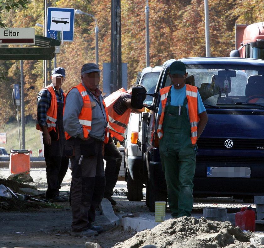 robotnicy drogowi podczas odpoczynku