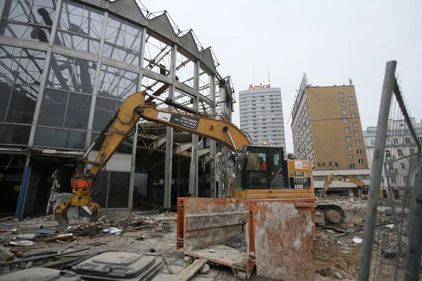 Rozbiórka Rotundy, która jest własnością banku PKO BP, rozpoczęła się na początku marca