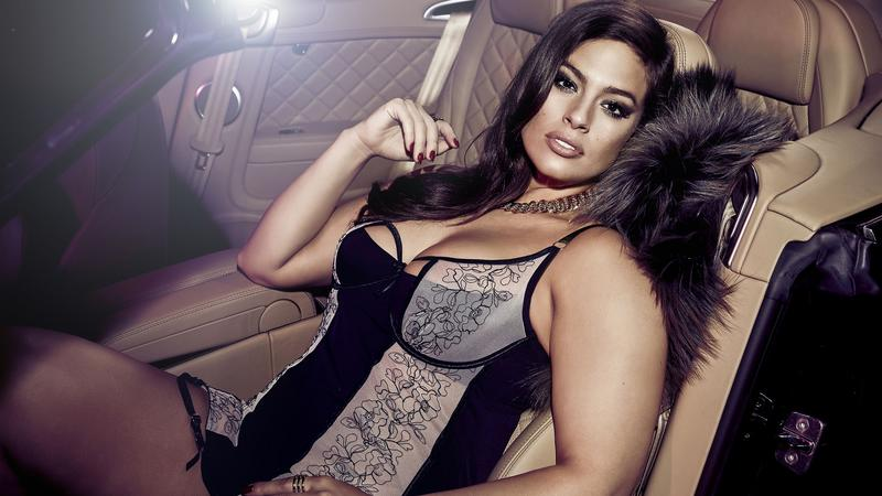 Ashley Graham w bieliźnie. Seksowna?