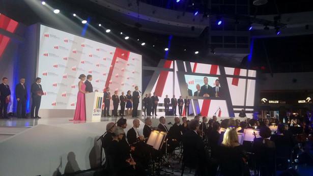 Andrzej Duda wręcza Nagrodę Gospodarczą Prezydenta RP podczas Kongresu 590