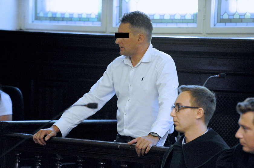 Były policjant oskarżony o torturowanie